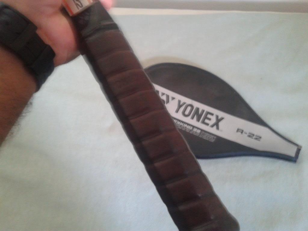 vendo ou troco raquete classica Yonex R-22, impecável 20131021_154438_zps3af82405