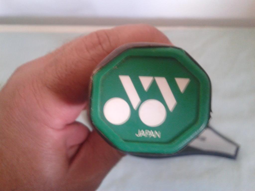 vendo ou troco raquete classica Yonex R-22, impecável 20131021_154450_zps0af41578