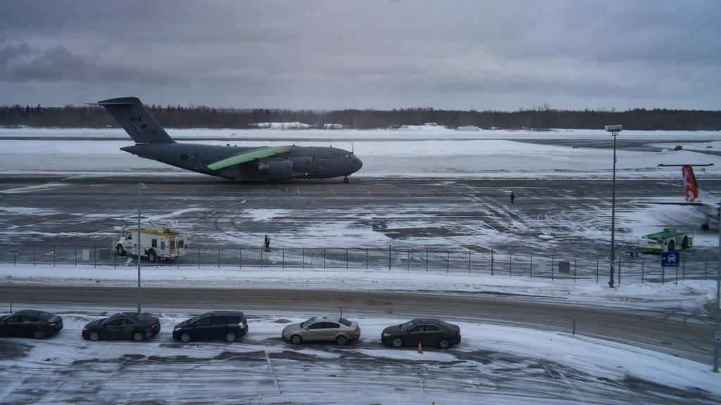 De la belle visite ! Avion%201_zps2tclk0cm