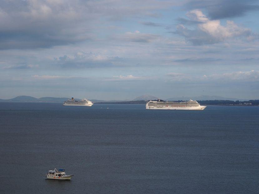 Les grands bateaux .... P1010007_zps4ee47099
