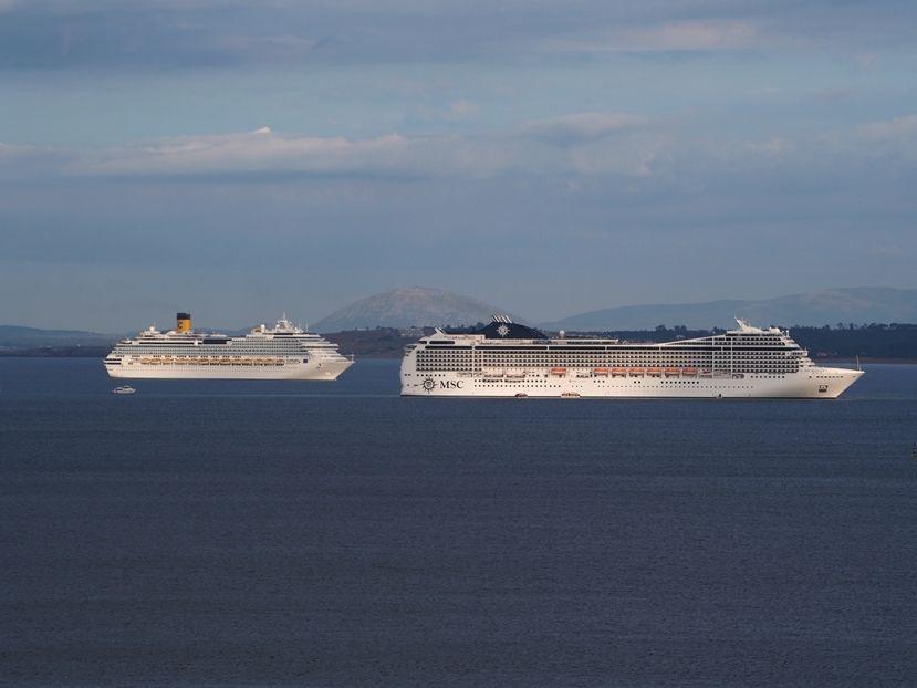 Les grands bateaux .... P1010011_zpsc66861ad