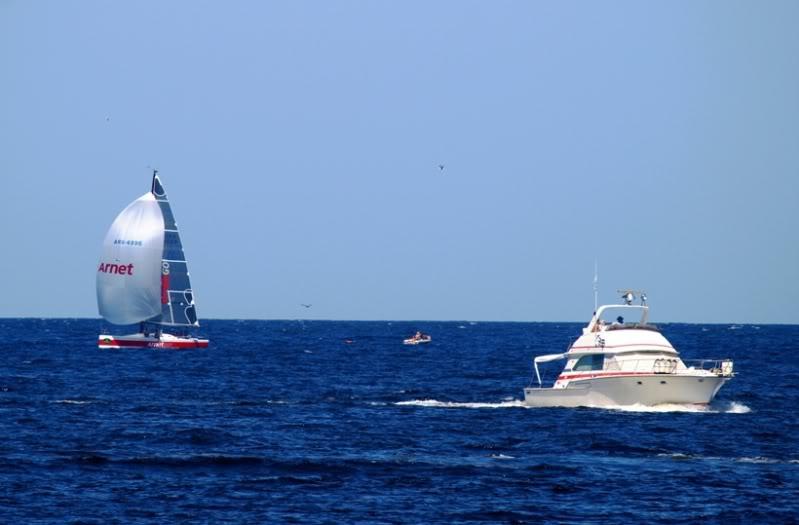 Quelques bateaux qui arrivent P1178858