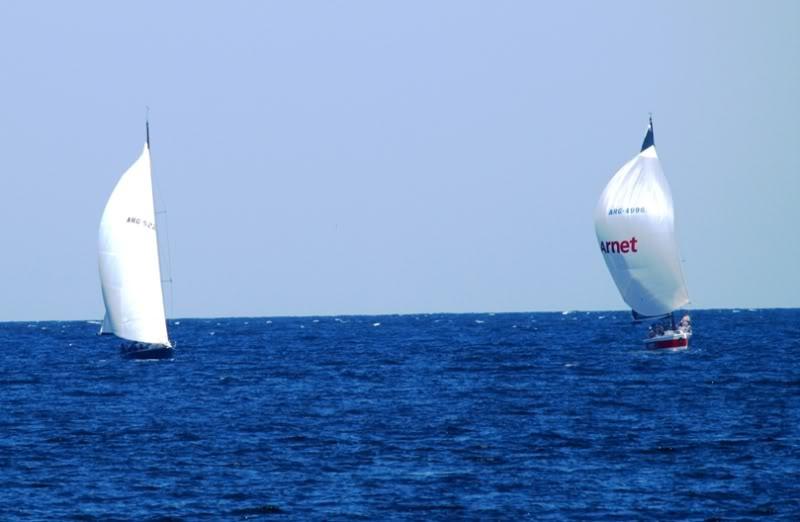 Quelques bateaux qui arrivent P1178859