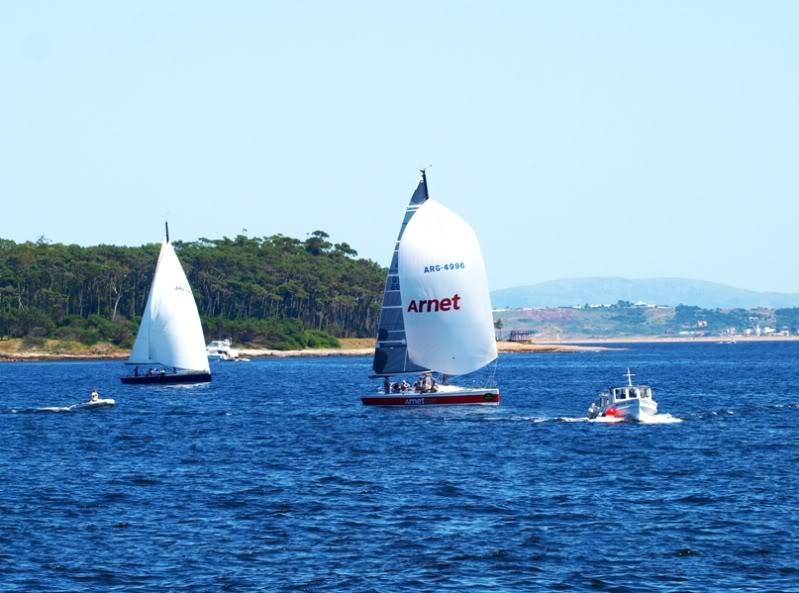 Quelques bateaux qui arrivent P1178866