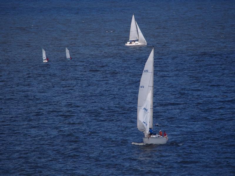 Le soleil et les bateaux PC030008_zpstcn9hx3l