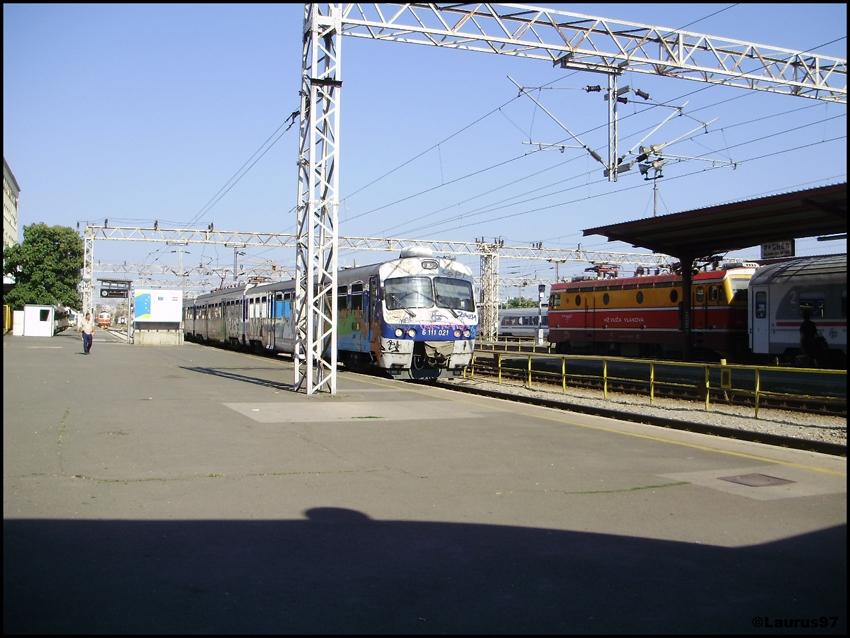 Vlakovi u daljini - Page 4 P1120807_zpscb7f2aac