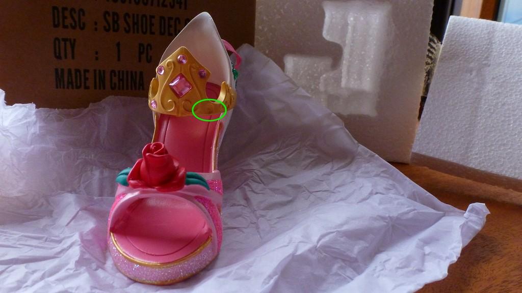 [Collection] Chaussures miniatures (shoe ornament) / Sacs miniatures (handbag ornament) - Page 2 P1090507_zpsbvaeuxqk