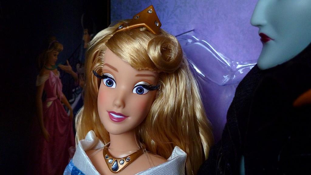 Nos poupées Designer en photo - poupée de la semaine - Page 39 P1100522_zps1okqdo57
