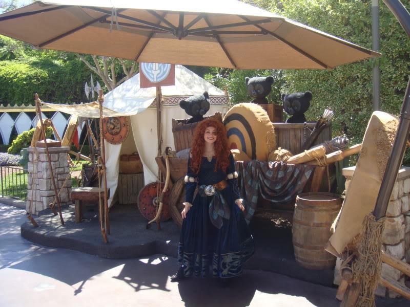 Merida, la nouvelle héroïne Pixar débarque dans les parcs Disney ! - Page 3 DSC02281
