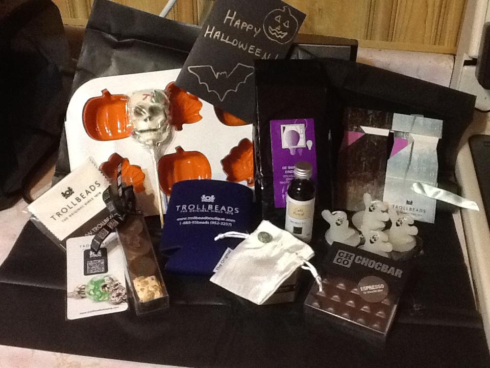 Look at my Halloween gift 8530e9cac96d6ca43d59fff81c0a938e_zpscfd18723