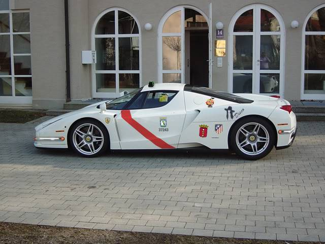 trid pertama Ferrari_enzo_taxi-v1