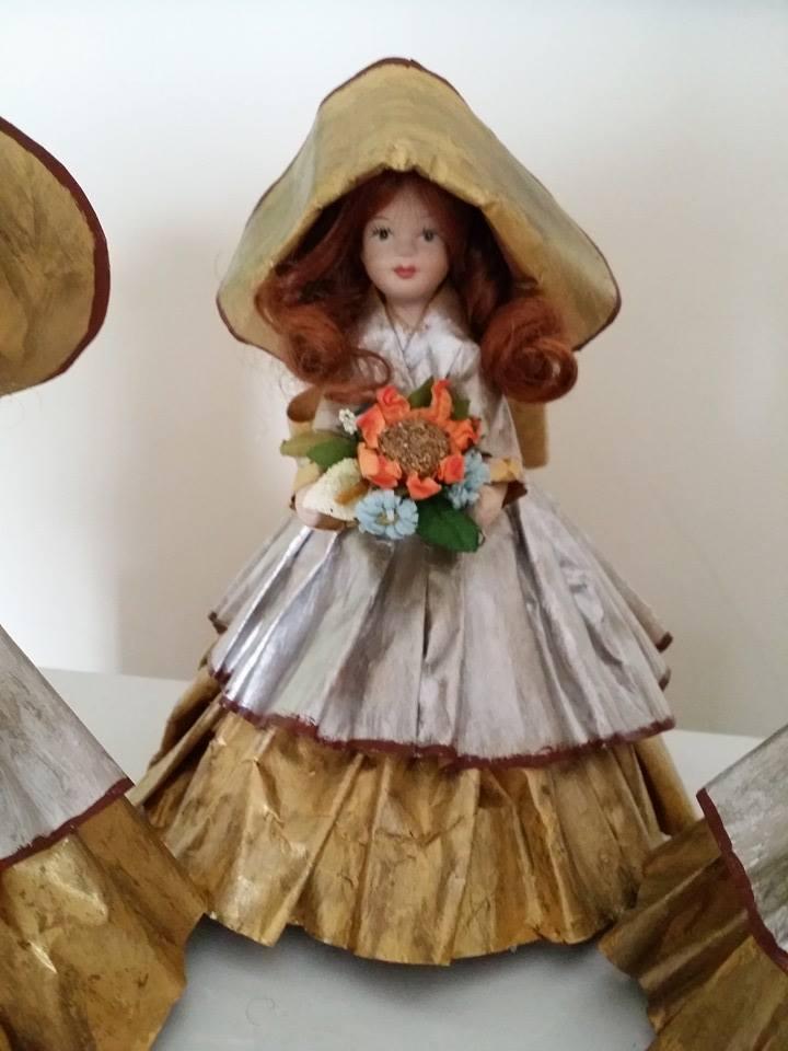 bambole con vestiti di cartapesta 10377629_653063614771458_5767162906500439736_n_zpsmigw0s24