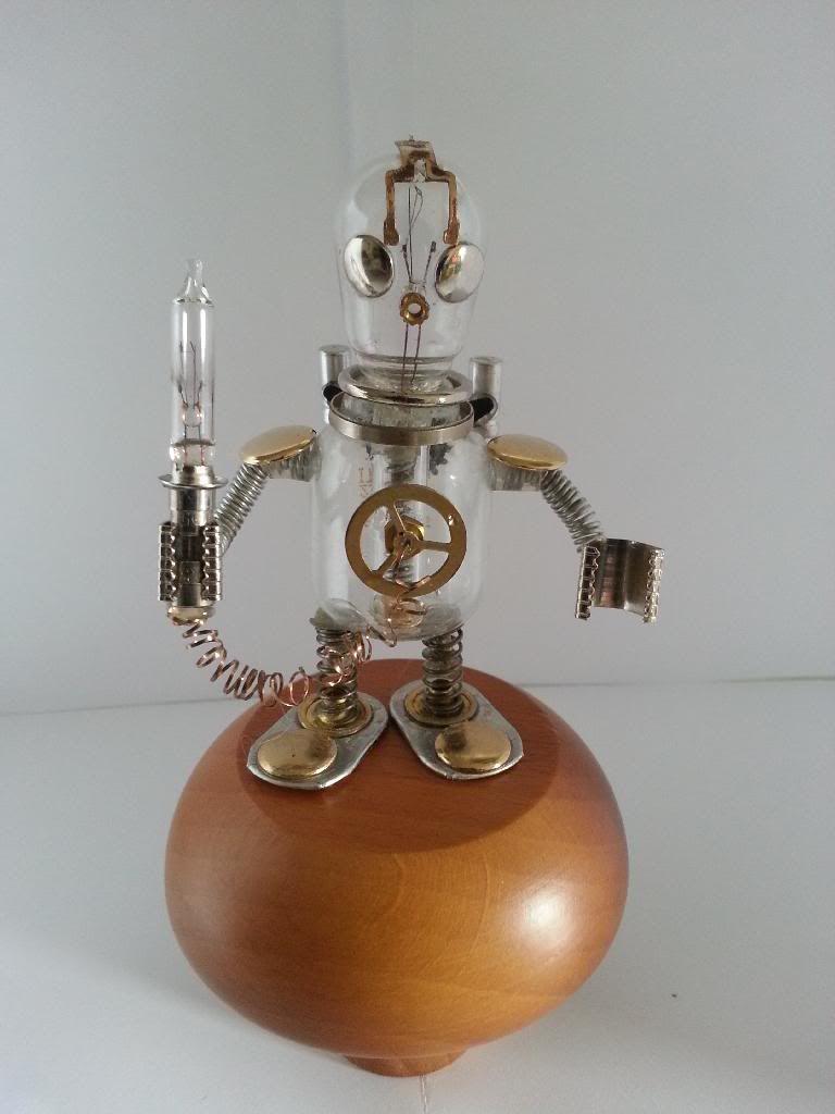 Lumio robot glass 20140207_085303_zpsjd62ad5w