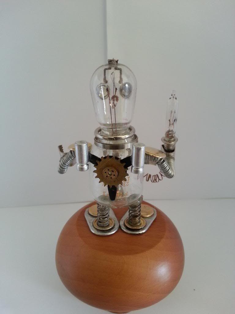 Lumio robot glass 20140207_085331_zpse07wqa0f