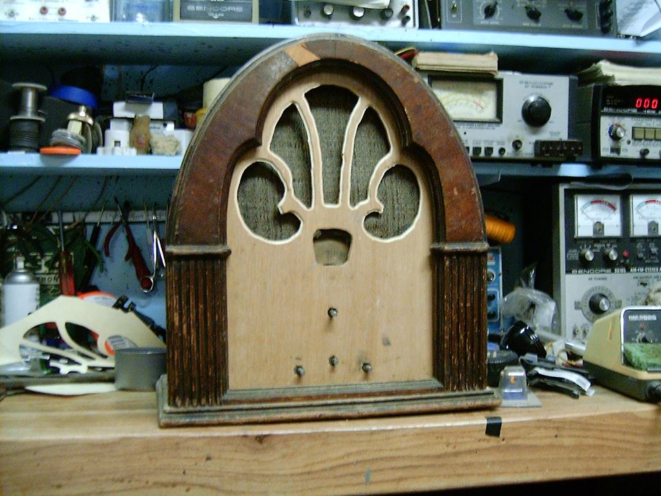Basket case philco cathedral 1524640_10202540043763217_1185776099_n_zpse44cff43