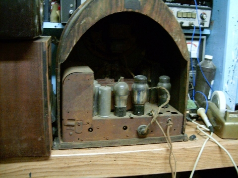 Basket case philco cathedral 222744_10200428828544156_1261926421_n_zps22ad454c