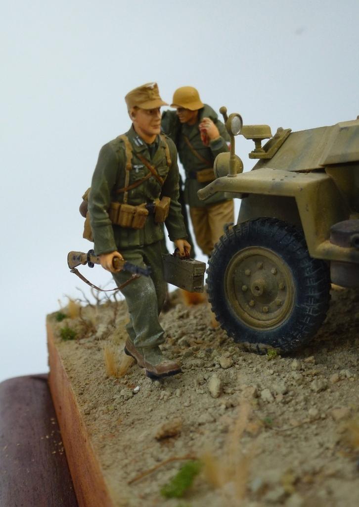 --Sdkfz- -251/17 (AFV) - Tunisie 1943 Fantassin1_zpsy6xnm37i