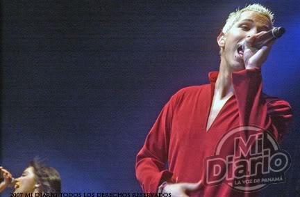 Chris slike sa koncerata...!!! Panam2dc3