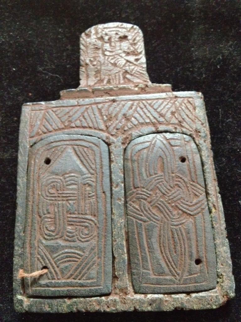 Iglesia de piedra con simbolos 45bc1d1992673afd3fb6f76217ad7e6a_zps900b13d6