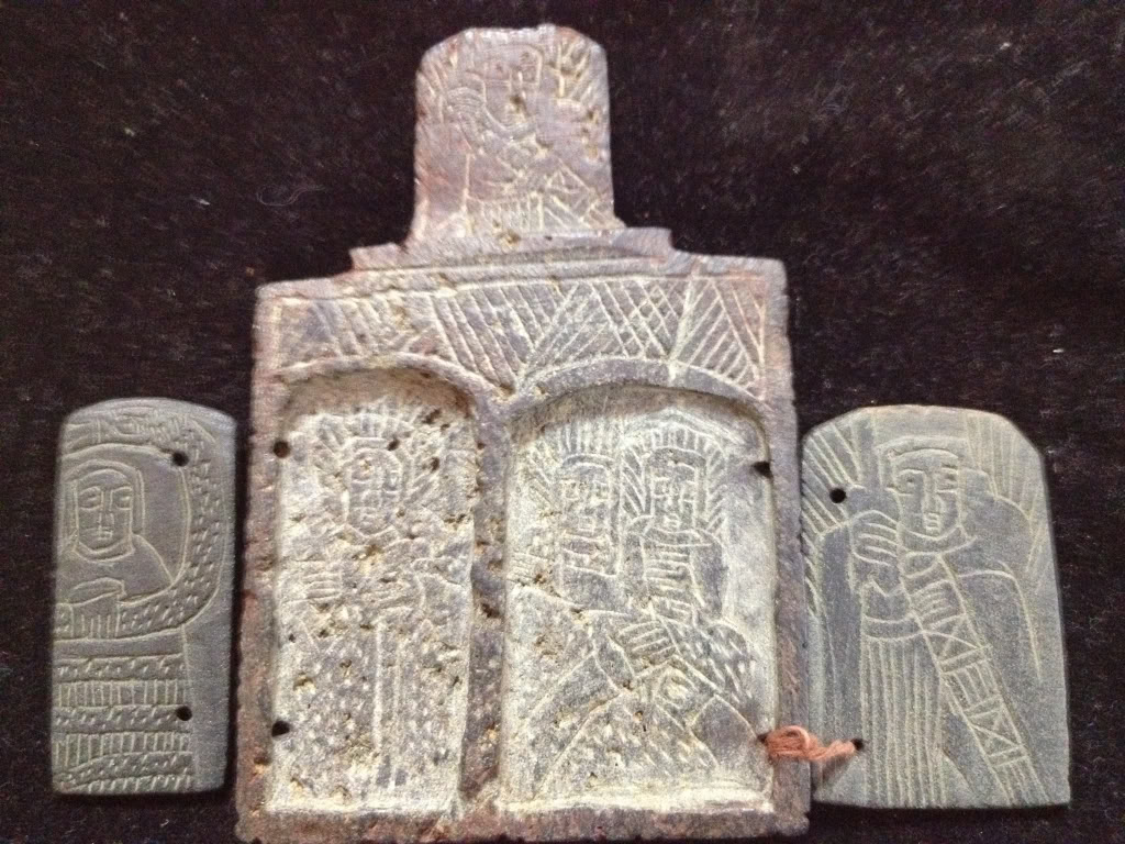 Iglesia de piedra con simbolos 6ae33eba46b94a48bc5e925684d37856_zps73c8ed80