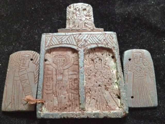 Iglesia de piedra con simbolos B4fd40adb4f39296faf7a68131b6a784_zps87d333d4