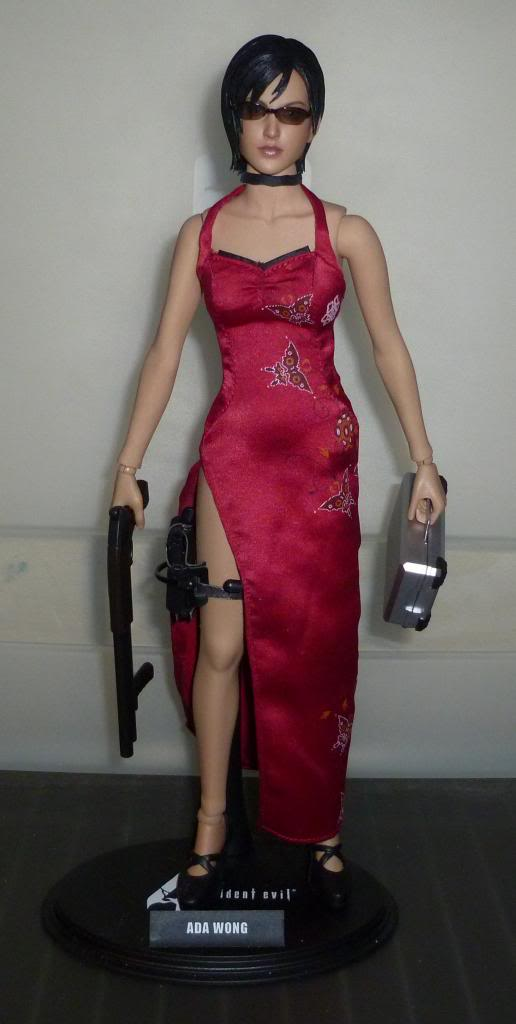 My Hot Toys Resident Evil Collection - Ada Wong added on 11/19/13! - Page 2 P1130289_zps26591b92
