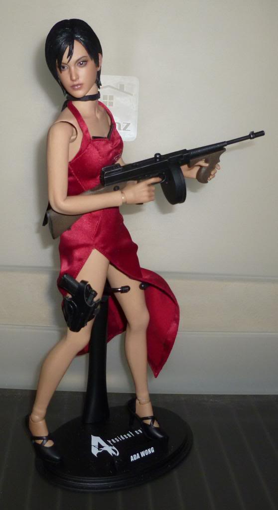 My Hot Toys Resident Evil Collection - Ada Wong added on 11/19/13! - Page 2 P1130298_zps75fa5b15