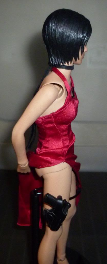My Hot Toys Resident Evil Collection - Ada Wong added on 11/19/13! - Page 2 P1130316_zps8711b9fd