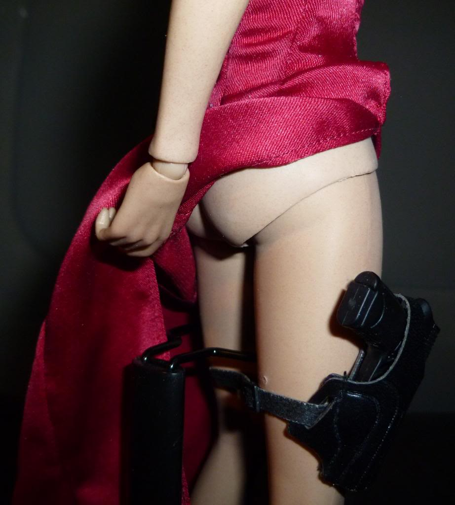My Hot Toys Resident Evil Collection - Ada Wong added on 11/19/13! - Page 2 P1130319_zpsa0fc4e6c