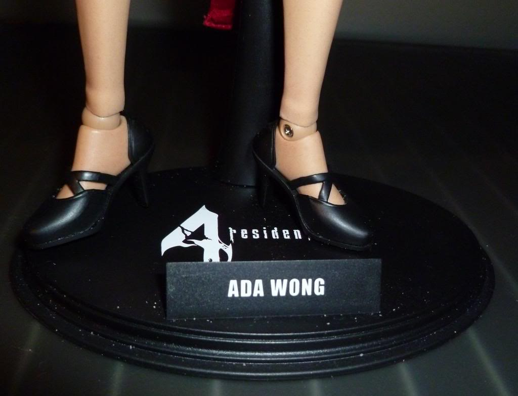 My Hot Toys Resident Evil Collection - Ada Wong added on 11/19/13! - Page 2 P1130327_zps6543ed78