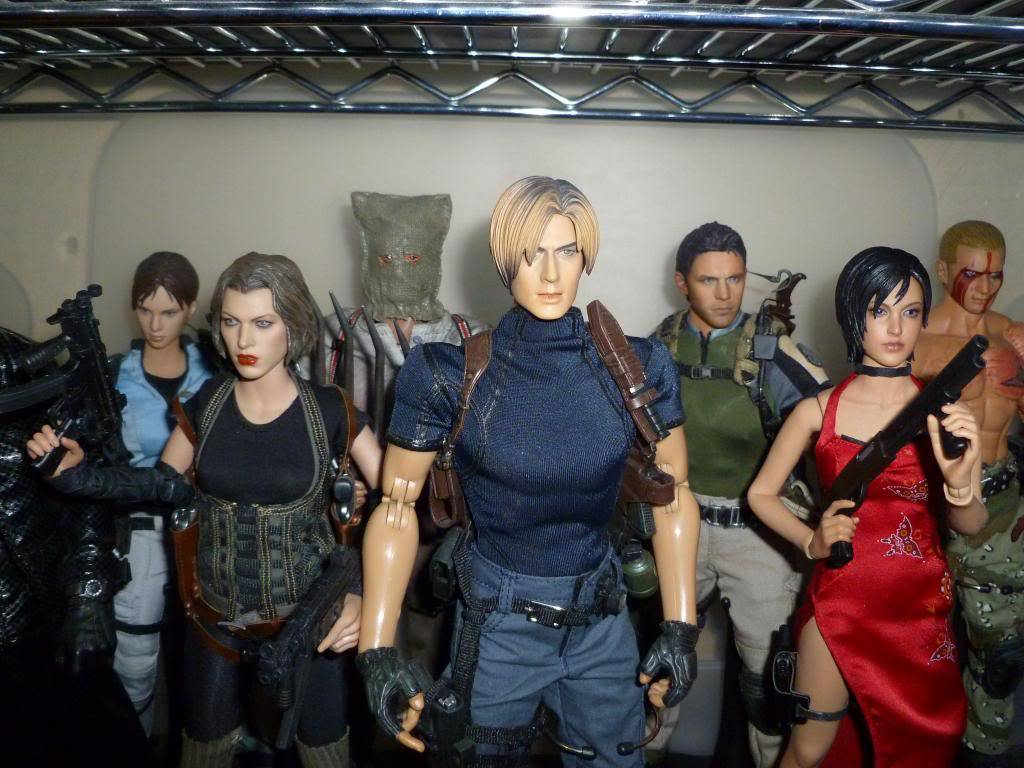 My Hot Toys Resident Evil Collection - Ada Wong added on 11/19/13! - Page 2 P1130336_zpsa970f188