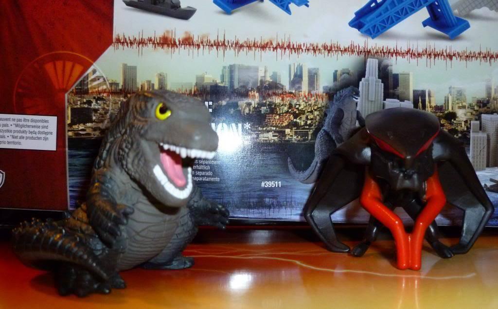 Godzilla 2014 Figures (NECA Godzilla UPDATED 9/9/14)! P1130629_zps3078b751