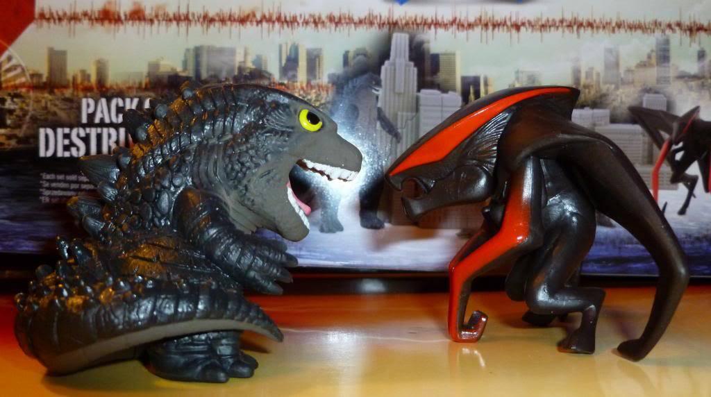 Godzilla 2014 Figures (NECA Godzilla UPDATED 9/9/14)! P1130634_zps898bb1c7