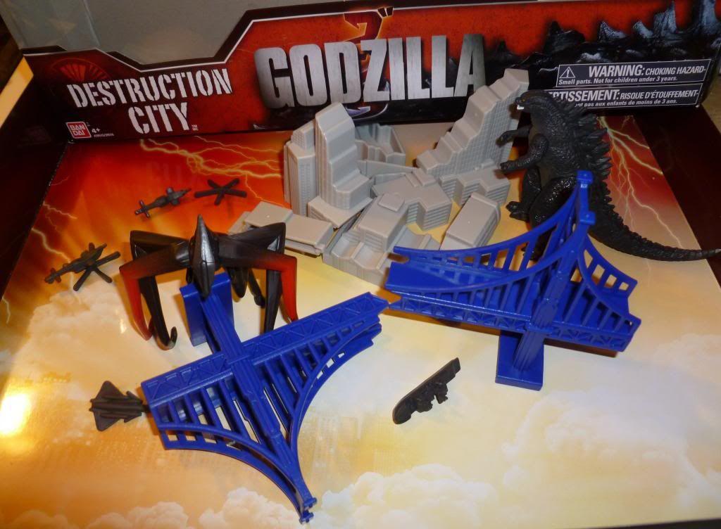 Godzilla 2014 Figures (NECA Godzilla UPDATED 9/9/14)! P1130645_zps3173e29e