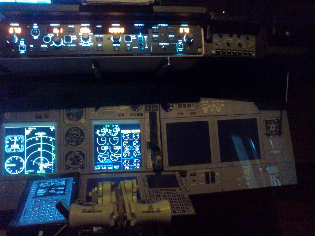 home cockpit 737-800 somente com uma cpu corei7 e pmdg ngx 1_zps6a0e88d4