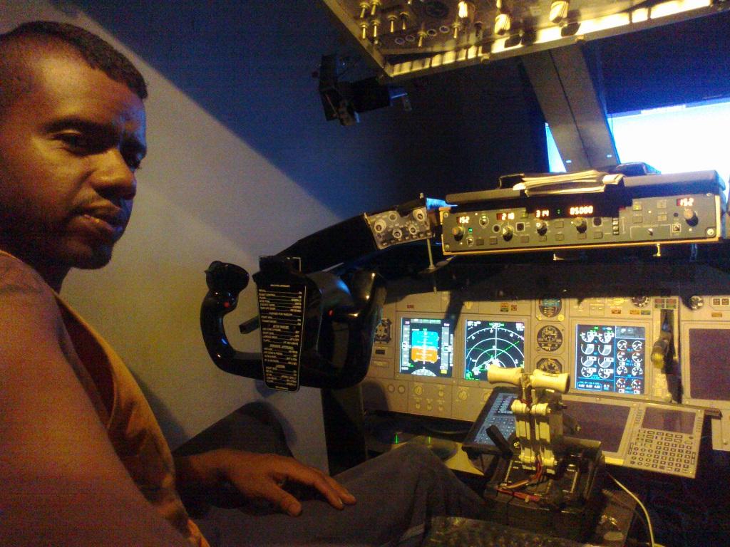 home cockpit 737-800 somente com uma cpu corei7 e pmdg ngx 1_zpsf3e34faf