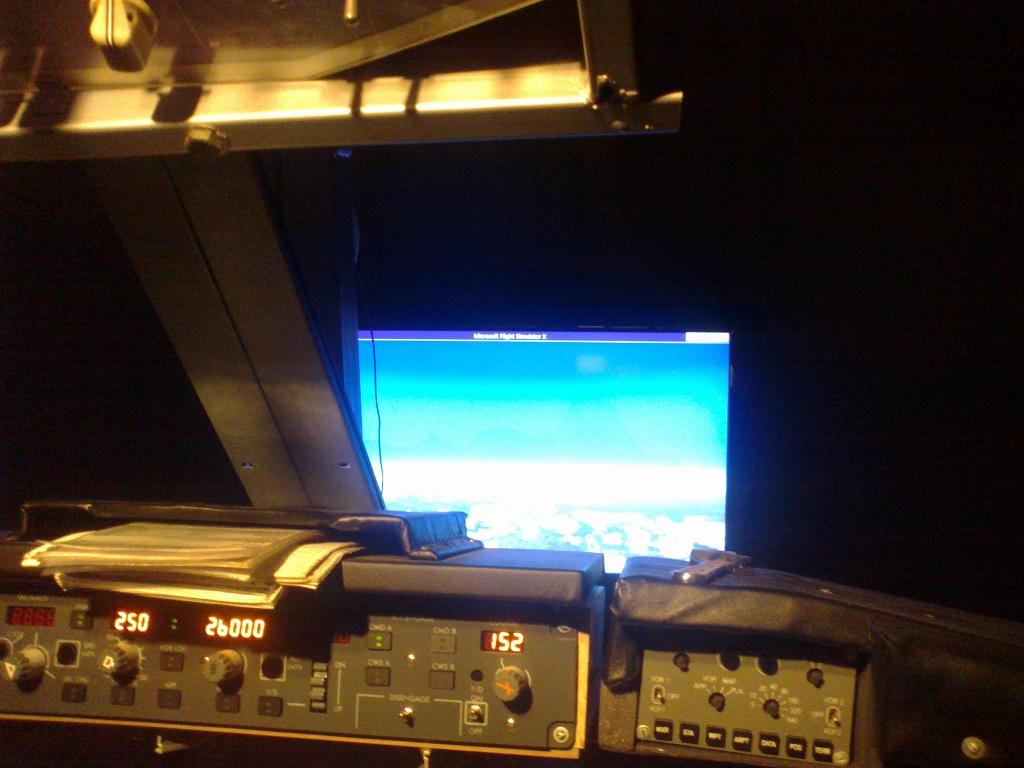 home cockpit 737-800 somente com uma cpu corei7 e pmdg ngx 2_zps7607e6f3
