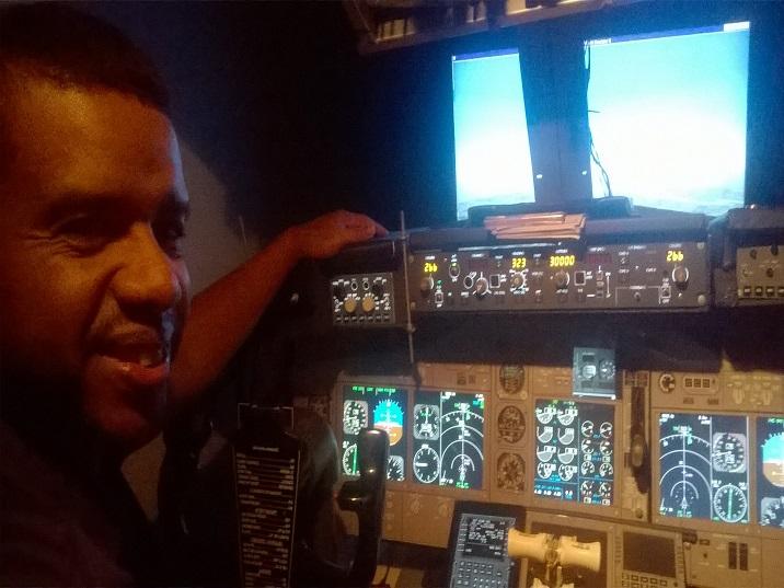 Iniciando o 737 home cockpit - PMDG. Dúvidas sobre janelas para cada monitor. 2_zpssdtqpbza