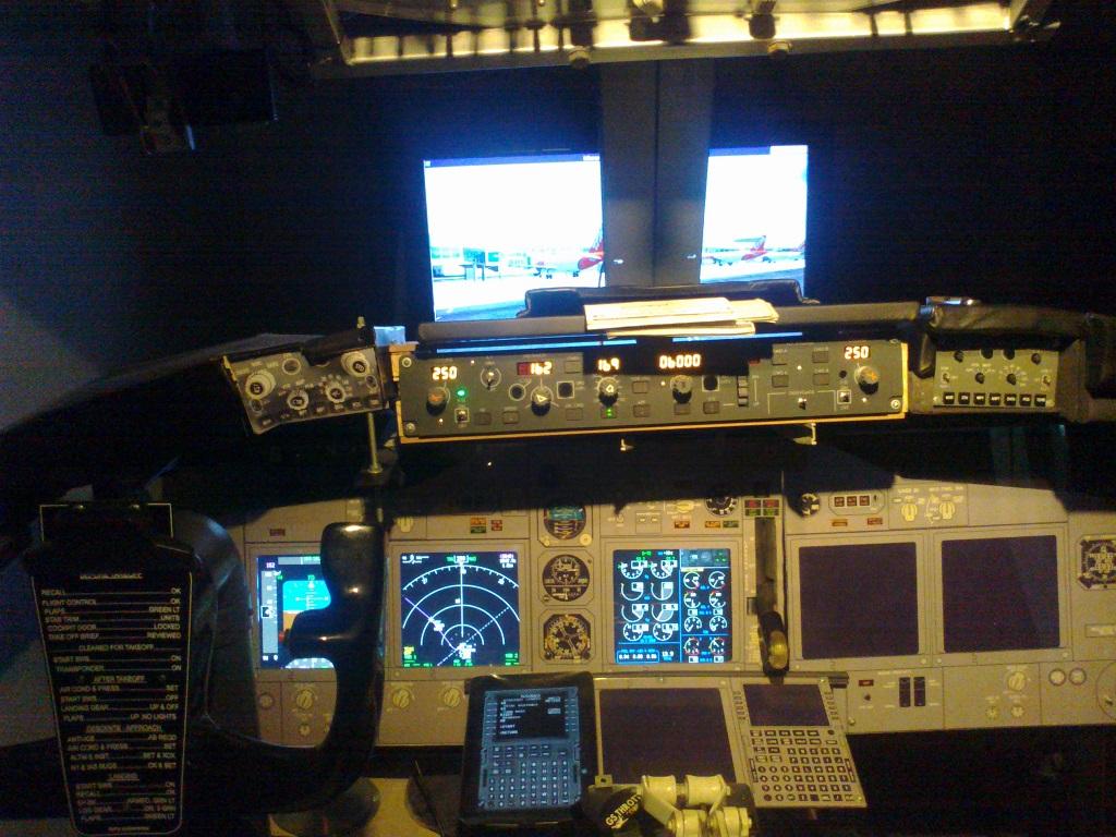 home cockpit 737-800 somente com uma cpu corei7 e pmdg ngx 3_zps359519d8