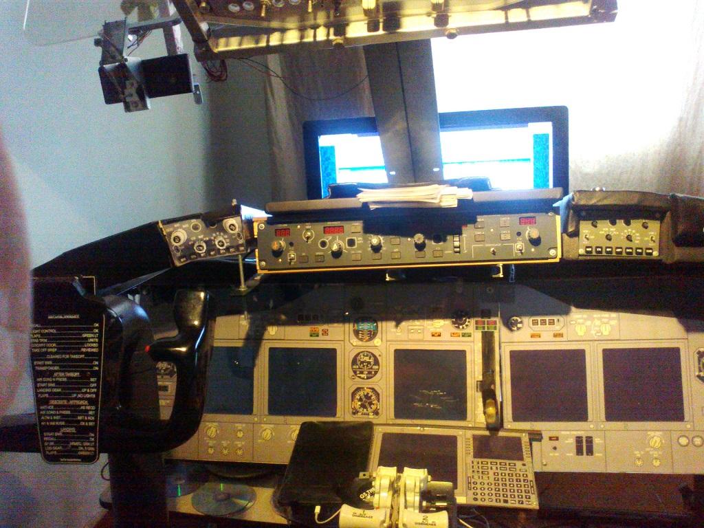 home cockpit 737-800 somente com uma cpu corei7 e pmdg ngx 5_zps037e5dc9