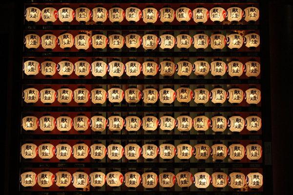 [Du lịch][Tin tức] 32 Ngôi chùa và Đền thờ ở Tokyo 10-kanda-myojin-shrine-lanterns-1182_zps658778d3