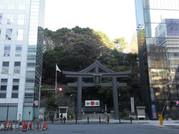 [Du lịch][Tin tức] 32 Ngôi chùa và Đền thờ ở Tokyo 14-hie-shrine-tokyo-gate-1182_zpsf6ea4fdc