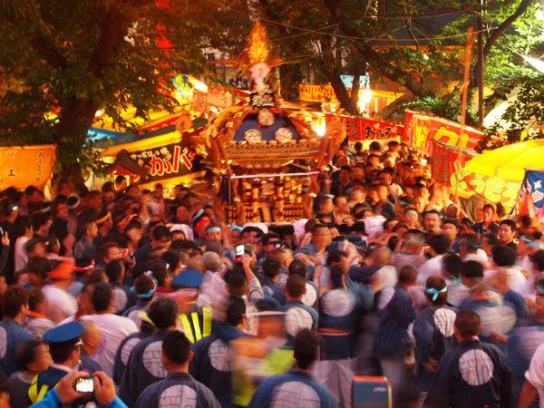 [Du lịch][Tin tức] 32 Ngôi chùa và Đền thờ ở Tokyo 16-Hanazono-Shrine-1182_zps58806007