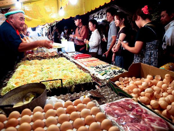 [Ẩm thực] 24 Món ăn đường phố Nhật Bản 20okonomiyaki-75_zps0311a233