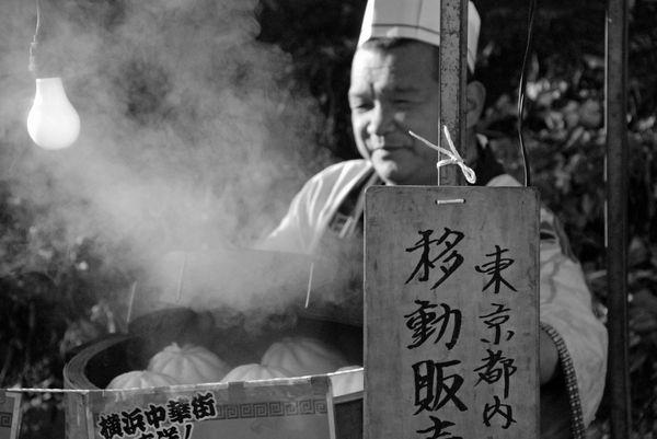 [Ẩm thực] 24 Món ăn đường phố Nhật Bản 22-nikuman-steam-75_zpsfe3319c0