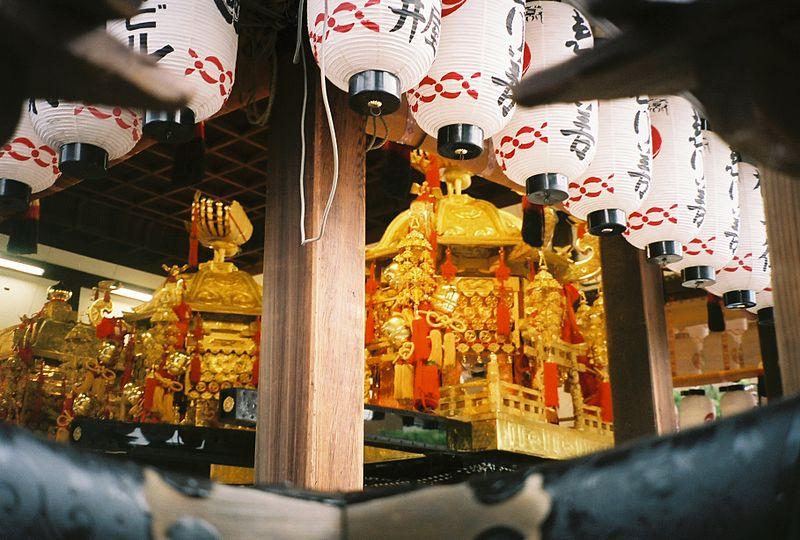 [Du lịch] Đền Yasaka  800px-YasakaShrine3_zps89a98a09
