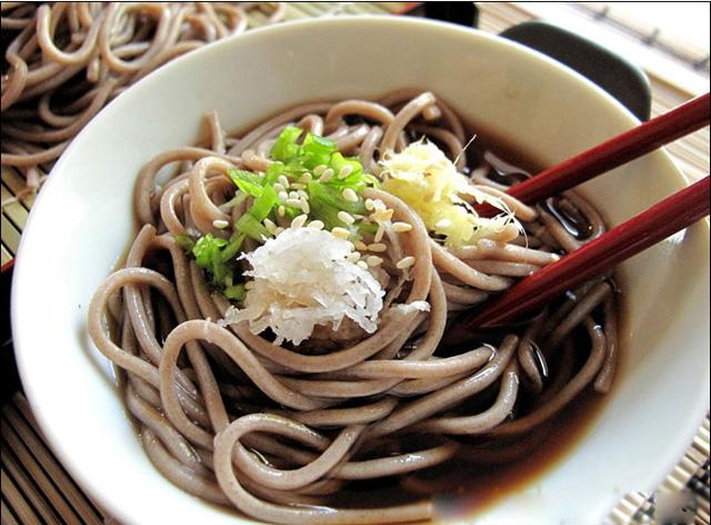 [Ẩm thực] Teuchisoba Narutomi: Mì Soba và tempura cho một sự kết hợp cổ điển Hues-40-my-thuc-nhat-ban-khong-the-bo-qua-2_2_zps8706397d