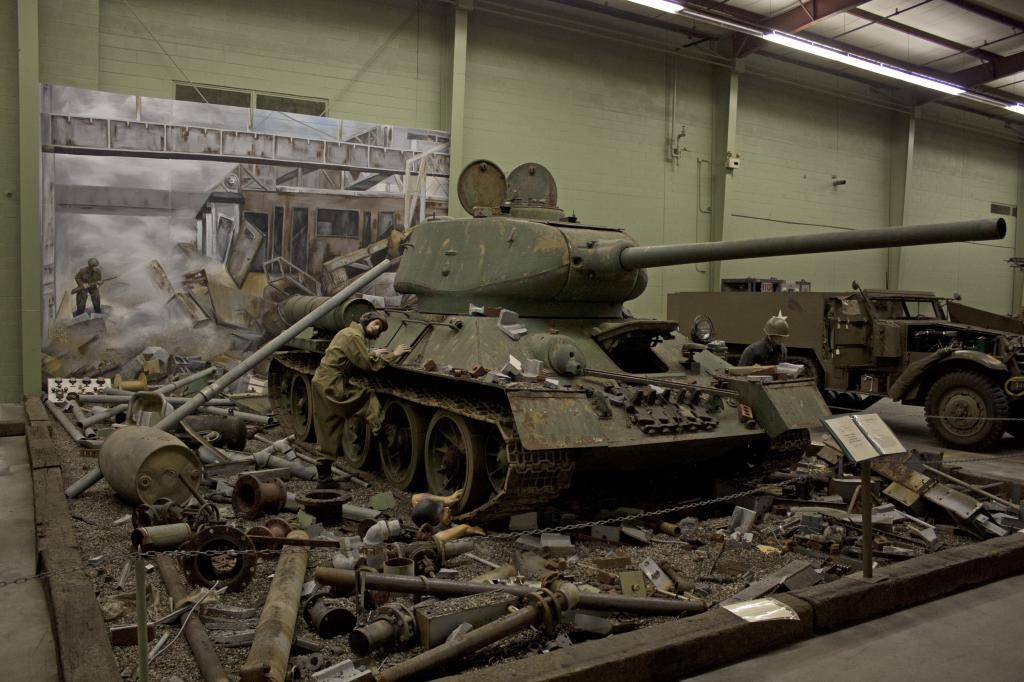 T 34/85 , Berlin 1945 (terminado 20-01-15) T-34-85_Full_Size_Diorama_zps0c040c92