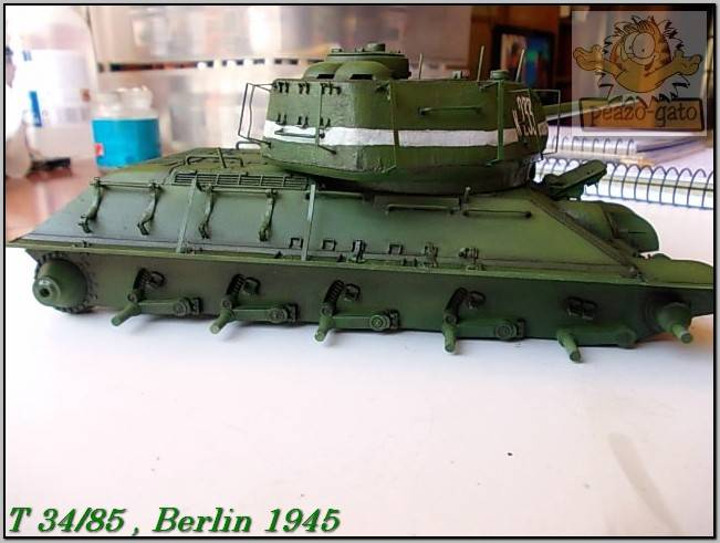 T 34/85 , Berlin 1945 (terminado 20-01-15) 122ordmT34-85peazo-gato_zps4e1b9796