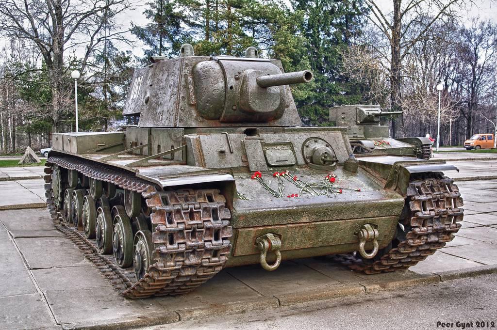 KV-1 , 1941 (terminado 14-08-15) 7139448977_e12fa8d816_b_zpsobeuvujn
